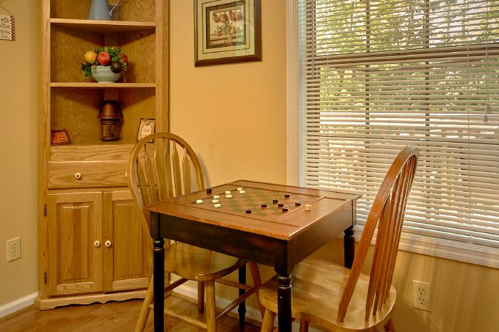 Cabin with Dining Seating for 11 - Happy Trails