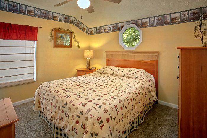 4 Bedroom Cabin with 2 Queen beds - Happy Trails