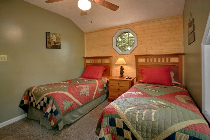 Pigeon Forge Cabin that sleeps 8 - Happy Trails