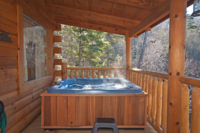 Cabin with a Semi-Private Hot Tub - Kisses & Wishes