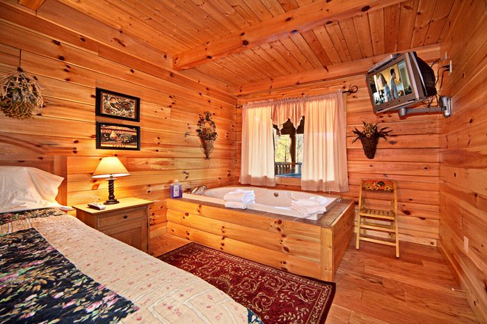 Master Bedroom with Large Jacuzzi - Kisses & Wishes
