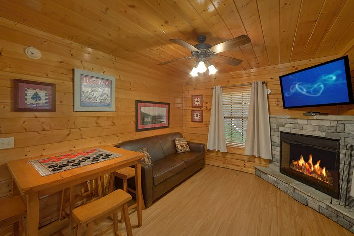 Cabin with 2 Fireplaces, Sleeper Sofa and Games - Knockin' On Heaven's Door