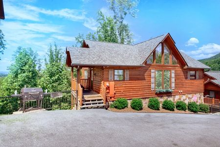 A Bears Lair: 4 Bedroom Sevierville Cabin Rental