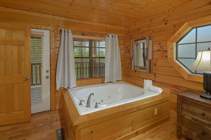 Smoky Mountain Cabin with Luxurious 4 Bedrooms - Knockin' On Heaven's Door
