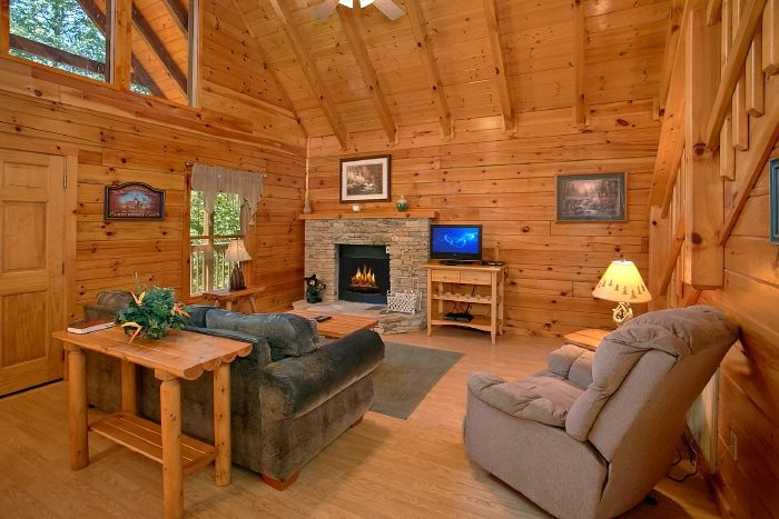 Honeymoon Cabin with Furnished Living Room - Knotty and Nice