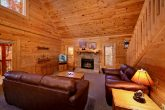 Luxurious 2 Bedroom Cabin with a Living Room