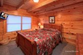 2 Bedroom Luxurious Cabin with 3 Queen Beds