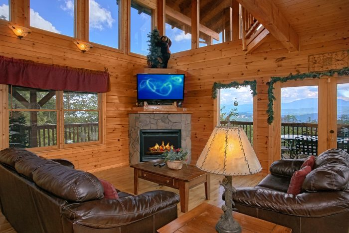 Luxurious 3 Bedroom Cabin with Fireplace & View - Lasting Impression
