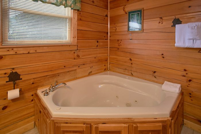 Cabin with 2 Relaxing Jacuzzi Tubs - Lasting Impression