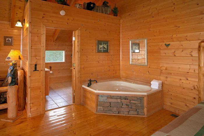 Cabin with King Bedroom and Private Jacuzzi Tub - Lasting Impression
