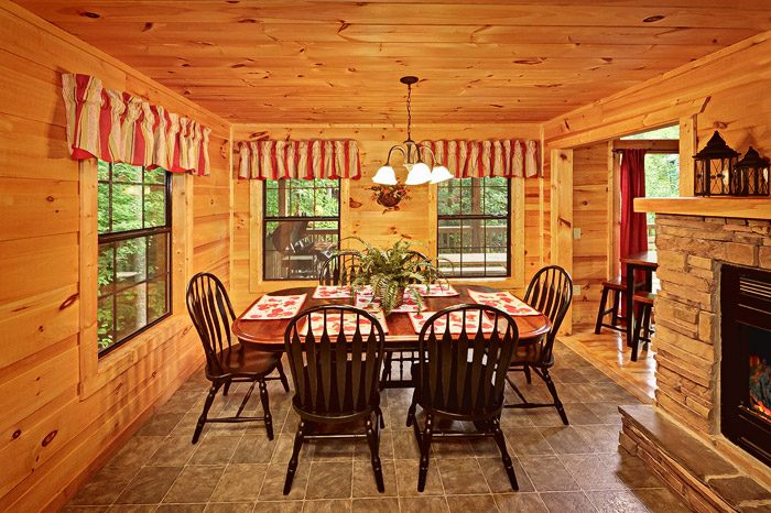Cabin with Large Dinning Table - Laurel Cove
