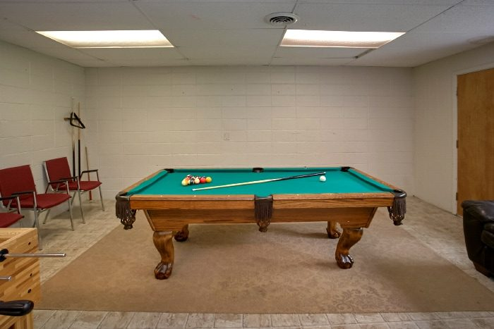 Luxury Cabin with Foosball and Pool Table - Lazy Days Lodge