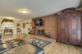 4 bedroom chalet with Spacious Living area