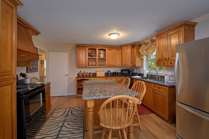 4 Bedroom rental with Large Kitchen - Lazy Mountain Ranch