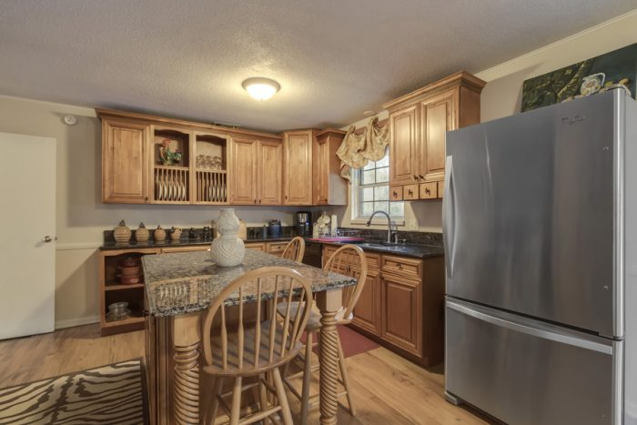 Luxurious Kitchen in 4 Bedroom Chalet - Lazy Mountain Ranch
