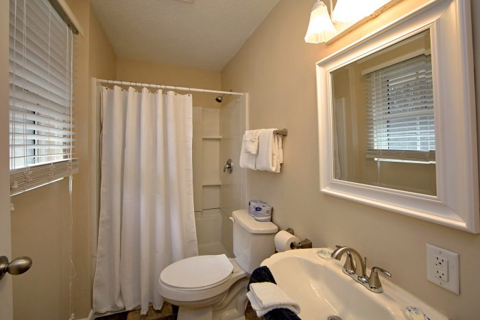Private Bath in King Bedroom in 4 bedroom home - Lazy Mountain Ranch