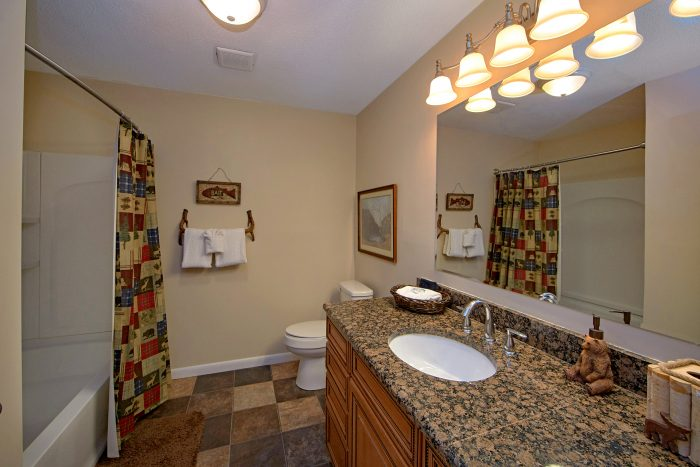 Pigeon Forge rental with luxurious bathroom - Lazy Mountain Ranch