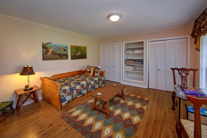4 Bedroom rental with Twin beds and Arcade Game - Lazy Mountain Ranch