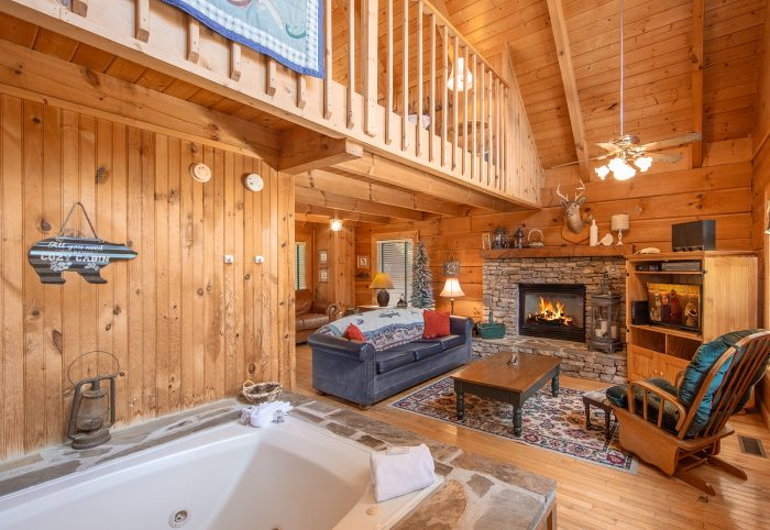 Cabin with Fireplace and Jacuzzi Tub - Lazy Retreat