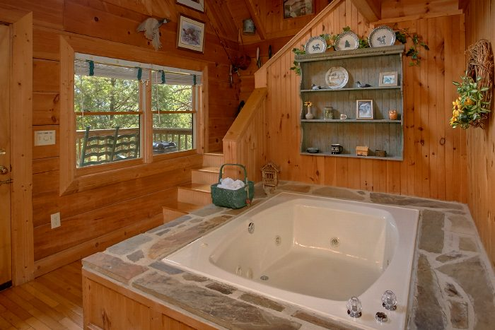 1 Bedroom Cabin with Indoor Jacuzzi Tub - Lazy Retreat