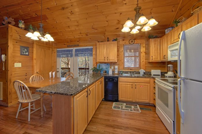 Cabin with Equipped Kitchen - Lil Cajun Cabin
