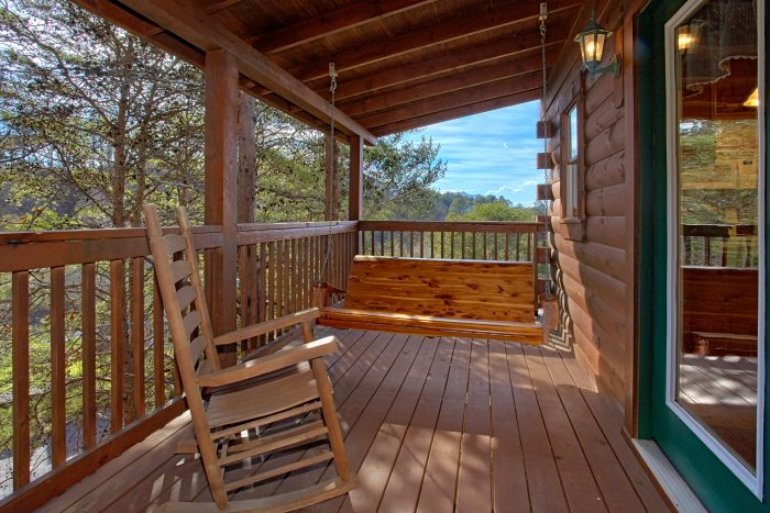2 Bedroom Cabin with Deck Space - Lil Cajun Cabin