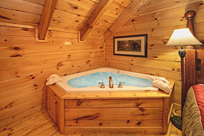 Jacuzzi in Master Bedroom - Little Cove Hideaway