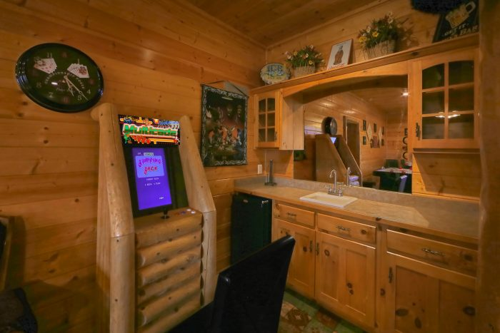 Premium Cabin with Family Room and Games - Lodge Mahal