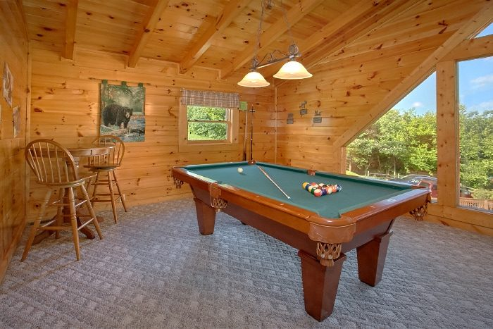 2 Bedroom Cabin with Pool Table and Loft - Lookin Up