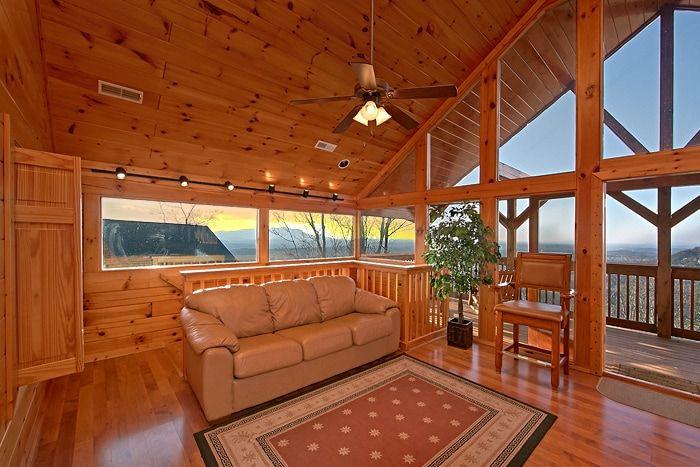 2 Bedroom Cabin with Beautiful Scenic Views - Lucky Break