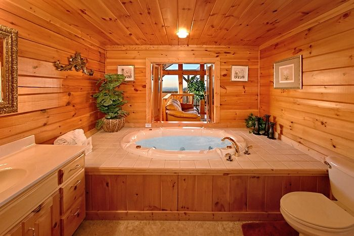 2 Bedroom Cabin with Luxurious Round Jacuzzi Tub - Lucky Break