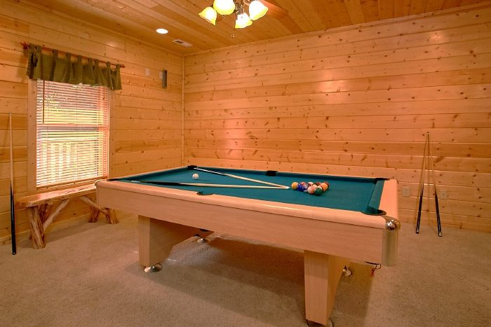 3 Bedroom Cabin with Pool Table - Lucky Logs Lodge
