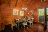 Beautiful 2 Bedroom cabin with Large Dining area