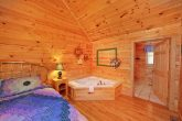 1 Bedroom Cabin with an Indoor Jacuzzi Tub