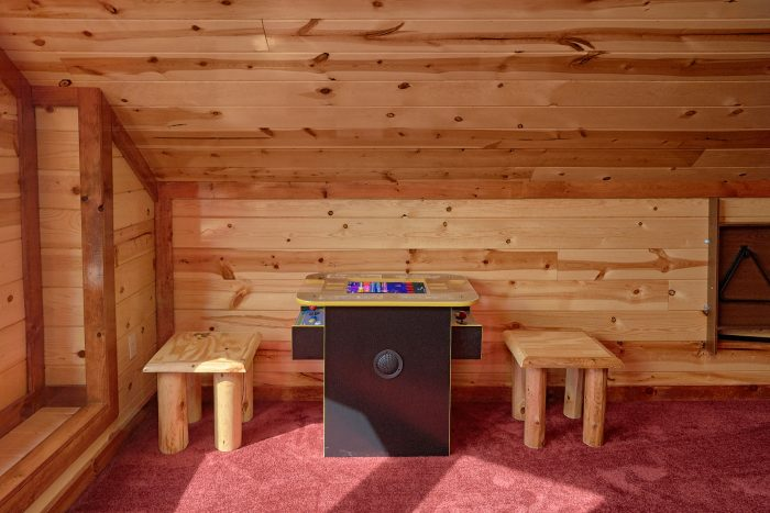 5 Bedroom Cabin with an Arcade Game - Makin' Waves