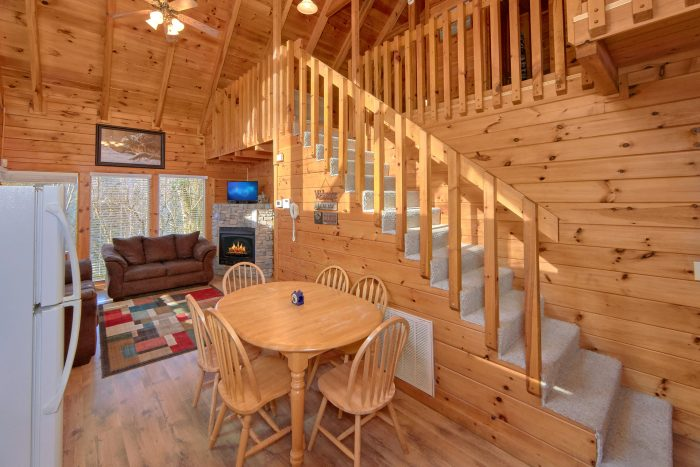 Beautiful 2 Bedroom Cabin Sleeps 8 - Making More Memories