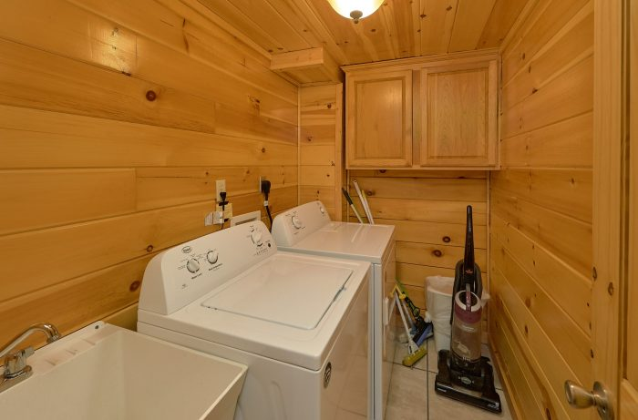 Jacuzzi Tub in Suite Master Bedroom - Mistletoe Lodge
