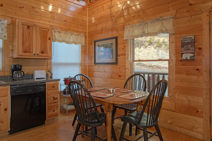 2 Bedroom Cabin Sleeps 6 with Updated Kitchen - Moonglow