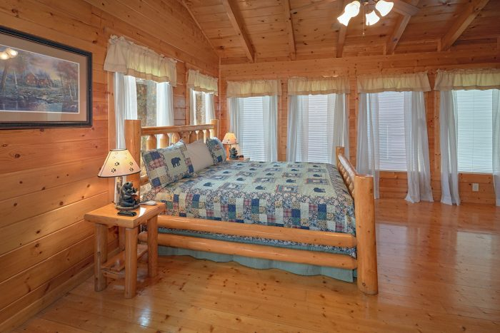 2 Bedroom Cabin Sleeps 6 with Master Bedroom - Moonglow