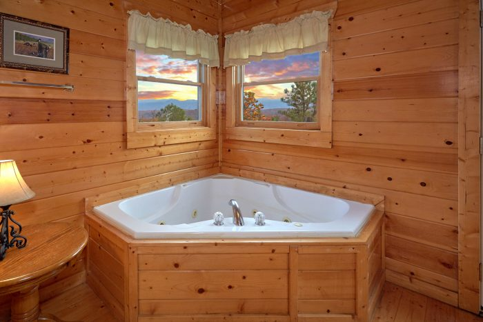 Private Jacuzzi Tub Master Bedroom - Moonglow