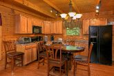 Spacious 3 bedroom Cabin with Full Kitchen
