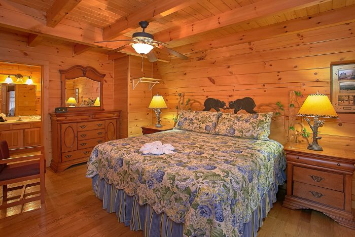 Premium Cabin with 3 King Beds and Baths - Moonshine Inn