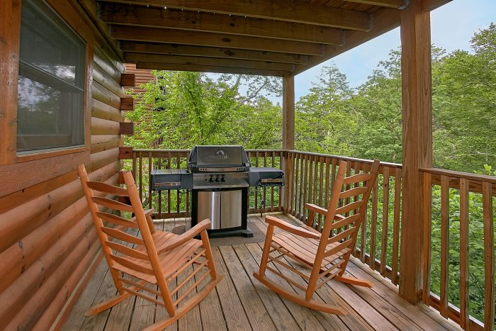 Gatlinburg Cabin with Grill and covered deck - Moonshine Inn