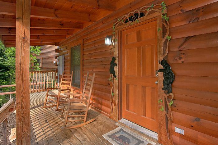 Gatlinburg Cabin with Resort Pool Access - Moonshine Inn