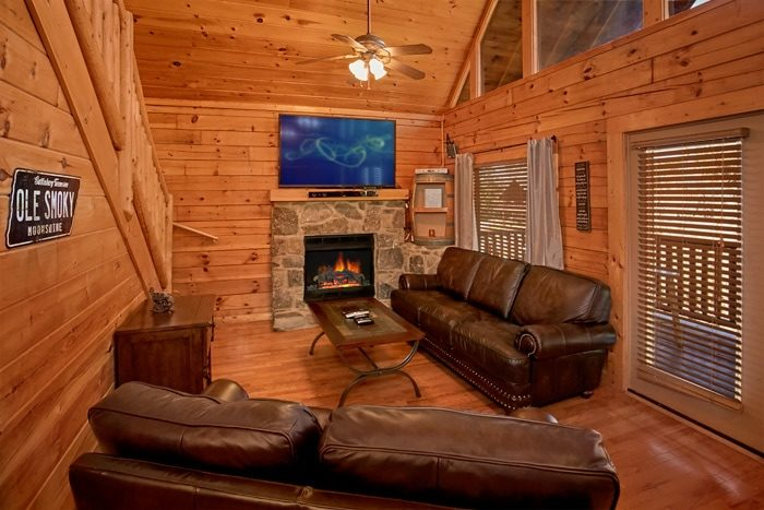 5 bedroom cabin surround sound and Blu-Ray - Moonshine Manor