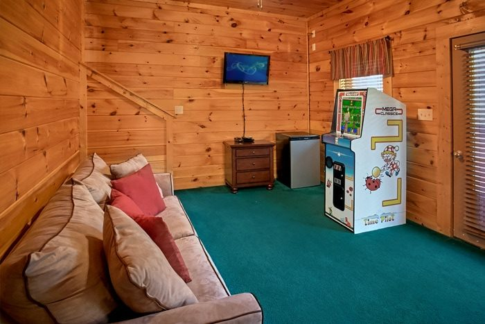 Cabin with arcade game and mini fridge - Moonshine Manor