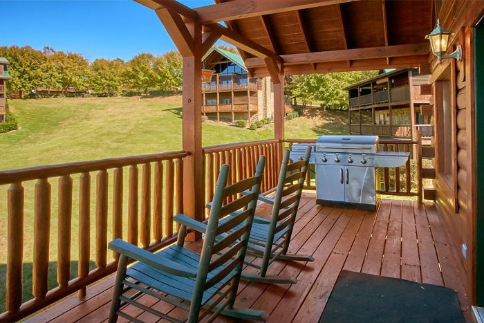 5 bedroom cabin with gas grill and pool - Moonshine Manor