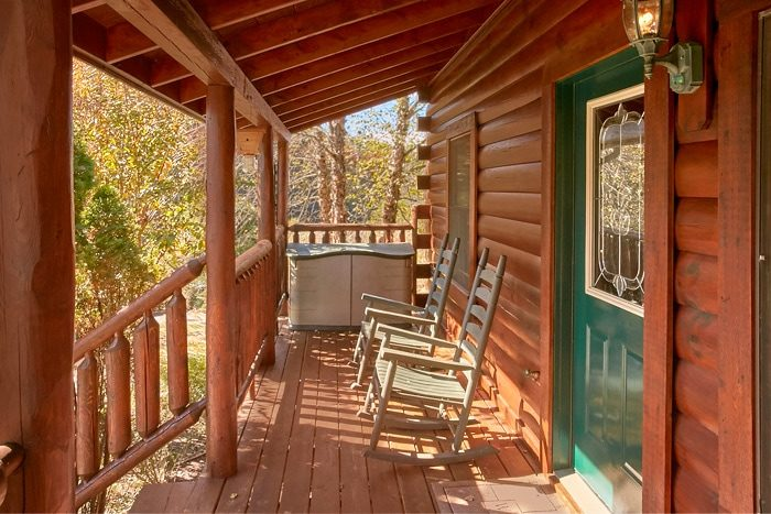 5 bedroom cabin with 3 decks and rocking chairs - Moonshine Manor