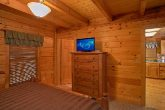 Honeymoon Cabin with 2 Full baths and 3 Tvs
