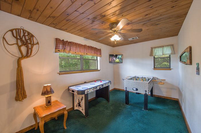 Game Room Loft with foosball table in cabin - Mountain Breeze